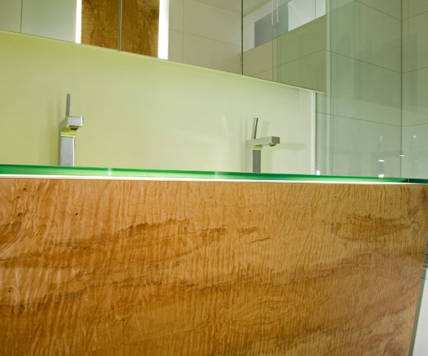 Veneer in the bathroom